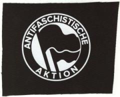 """Zum Aufnäher """"Antifaschistische Aktion (Original von 1932)"""" für 1,50 € gehen."""