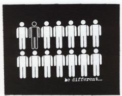 """Zum Aufnäher """"Be different"""" für 1,50 € gehen."""