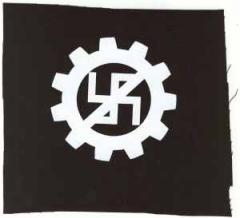 """Zum Aufnäher """"EBM gegen Nazis"""" für 1,50 € gehen."""