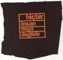 """Zum Aufnäher """"hicbir insan illegal degildir"""" für 1,50 € gehen."""