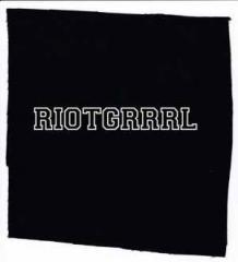 """Zum Aufnäher """"Riotgrrrl"""" für 1,50 € gehen."""