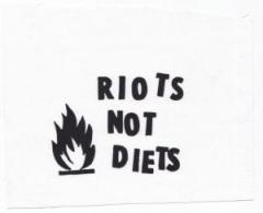 """Zum Aufnäher """"Riots not diets"""" für 1,50 € gehen."""