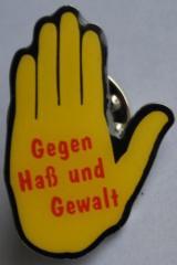 """Zum Anstecker / Pin """"Hand: Gegen Haß und Gewalt"""" für 3,00 € gehen."""