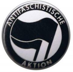 """Zum 50mm Button """"Antifaschistische Aktion (schwarz/schwarz)"""" für 1,20 € gehen."""