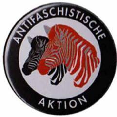 """Zum 50mm Button """"Antifaschistische Aktion (Zebras)"""" für 1,17 € gehen."""