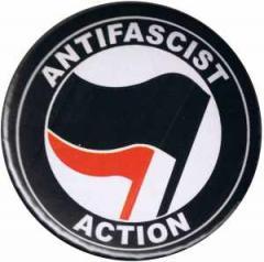 """Zum 50mm Button """"Antifascist Action (schwarz/rot)"""" für 1,20 € gehen."""