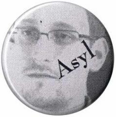 """Zum 50mm Button """"Asyl for Snowden"""" für 1,20 € gehen."""