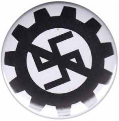 """Zum 50mm Button """"EBM gegen Nazis"""" für 1,20 € gehen."""