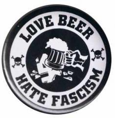 """Zum 50mm Button """"Love Beer Hate Fascism"""" für 1,17 € gehen."""
