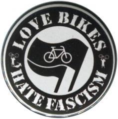 """Zum 50mm Button """"Love Bikes Hate Fascism"""" für 1,20 € gehen."""