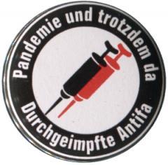 """Zum 50mm Button """"Pandemie und trotzdem da - Durchgeimpfte Antifa"""" für 1,20 € gehen."""