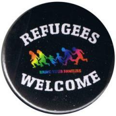 """Zum 50mm Button """"Refugees welcome (bunte Familie)"""" für 1,20 € gehen."""
