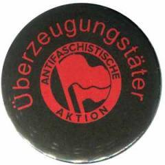 """Zum 50mm Button """"Überzeugungstäter Fahnen"""" für 1,17 € gehen."""