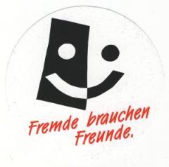"""Zum Aufkleber """"Fremde brauchen Freunde"""" für 0,97 € gehen."""