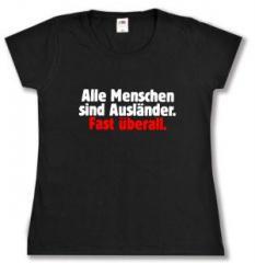 """Zum tailliertes T-Shirt """"Alle Menschen sind Ausländer. Fast überall."""" für 13,65 € gehen."""