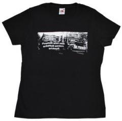 """Zum tailliertes T-Shirt """"Freiheit wird nicht erbettelt"""" für 13,65 € gehen."""