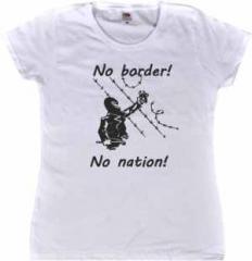 """Zum tailliertes T-Shirt """"No Border! No Nation! (m)"""" für 14,62 € gehen."""