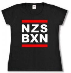 """Zum tailliertes T-Shirt """"NZS BXN"""" für 14,00 € gehen."""