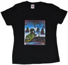 """Zum tailliertes T-Shirt """"Self portrait"""" von Eric Drooker für 15,00 € gehen."""