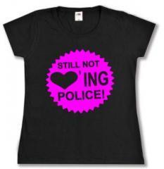 """Zum Girlie-Shirt """"Still not loving Police"""" für 14,00 € gehen."""