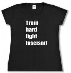 """Zum tailliertes T-Shirt """"Train hard fight fascism !"""" für 14,00 € gehen."""