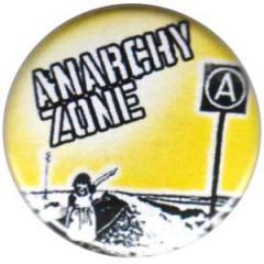 """Zum 25mm Button """"Anarchy Zone"""" für 0,80 € gehen."""