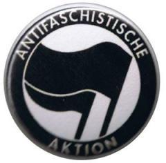 """Zum 25mm Button """"Antifaschistische Aktion (schwarz/schwarz)"""" für 0,78 € gehen."""