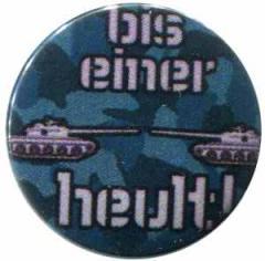 """Zum 25mm Button """"Bis einer heult!"""" für 0,80 € gehen."""
