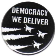 """Zum 25mm Button """"Democracy we deliver"""" für 0,80 € gehen."""