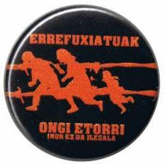 """Zum 25mm Button """"Errefuxiatuak Ongi Etorri"""" für 0,80 € gehen."""