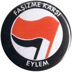"""Zum 25mm Button """"Fasizme Karsi Eylem (rot/schwarz)"""" für 0,80 € gehen."""