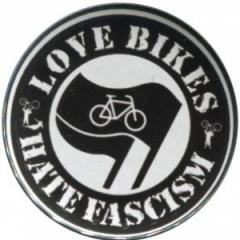 """Zum 25mm Button """"Love Bikes Hate Fascism"""" für 0,80 € gehen."""