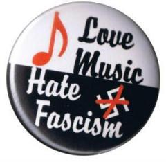 """Zum 25mm Button """"Love music - Hate fascism"""" für 0,80 € gehen."""