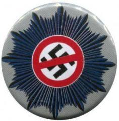 """Zum 25mm Button """"Nazis raus aus dem Staatsapparat"""" für 0,80 € gehen."""