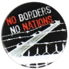 """Zum 25mm Button """"No Borders No Nations"""" für 0,80 € gehen."""