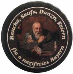 """Zum 25mm Button """"Raucha Saufa Danzn Feiern fia a nazifreies Bayern (Kartenspieler)"""" für 0,97 € gehen."""