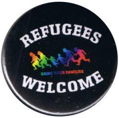 """Zum 25mm Button """"Refugees welcome (bunte Familie)"""" für 0,80 € gehen."""