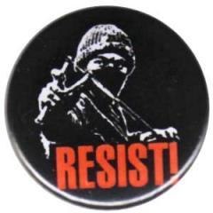 """Zum 25mm Button """"Resist"""" für 0,80 € gehen."""