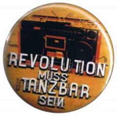 """Zum 25mm Button """"Revolution muss tanzbar sein"""" für 0,78 € gehen."""