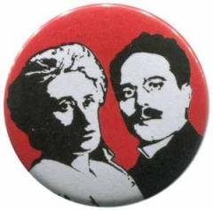 """Zum 25mm Button """"Rosa Luxemburg / Karl Liebknecht"""" für 0,80 € gehen."""