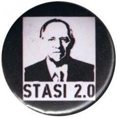 """Zum 25mm Button """"Stasi 2.0"""" für 0,80 € gehen."""