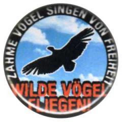 """Zum 25mm Button """"Zahme Vögel singen von Freiheit. Wilde Vögel fliegen!"""" für 0,80 € gehen."""
