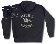 """Zur Kapuzen-Jacke """"Refugees welcome (schwarz/grauer Druck)"""" für 29,24 € gehen."""