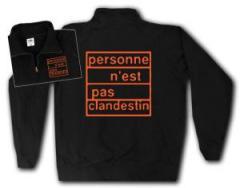 """Zum Sweat-Jacket """"personne n´est pas clandestin (orange)"""" für 27,00 € gehen."""