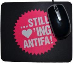 """Zum Mousepad """"... still loving antifa!"""" für 7,00 € gehen."""