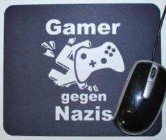 """Zum Mousepad """"Gamer gegen Nazis"""" für 7,00 € gehen."""