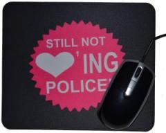 """Zum Mousepad """"Still not loving Police"""" für 7,00 € gehen."""