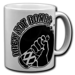 """Zur Tasse """"Brew not Bombs"""" für 10,00 € gehen."""