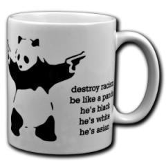 """Zur Tasse """"destroy racism - be like a panda"""" für 9,75 € gehen."""