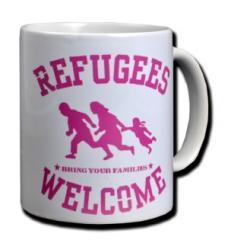 """Zur Tasse """"Refugees welcome (pink)"""" für 10,00 € gehen."""